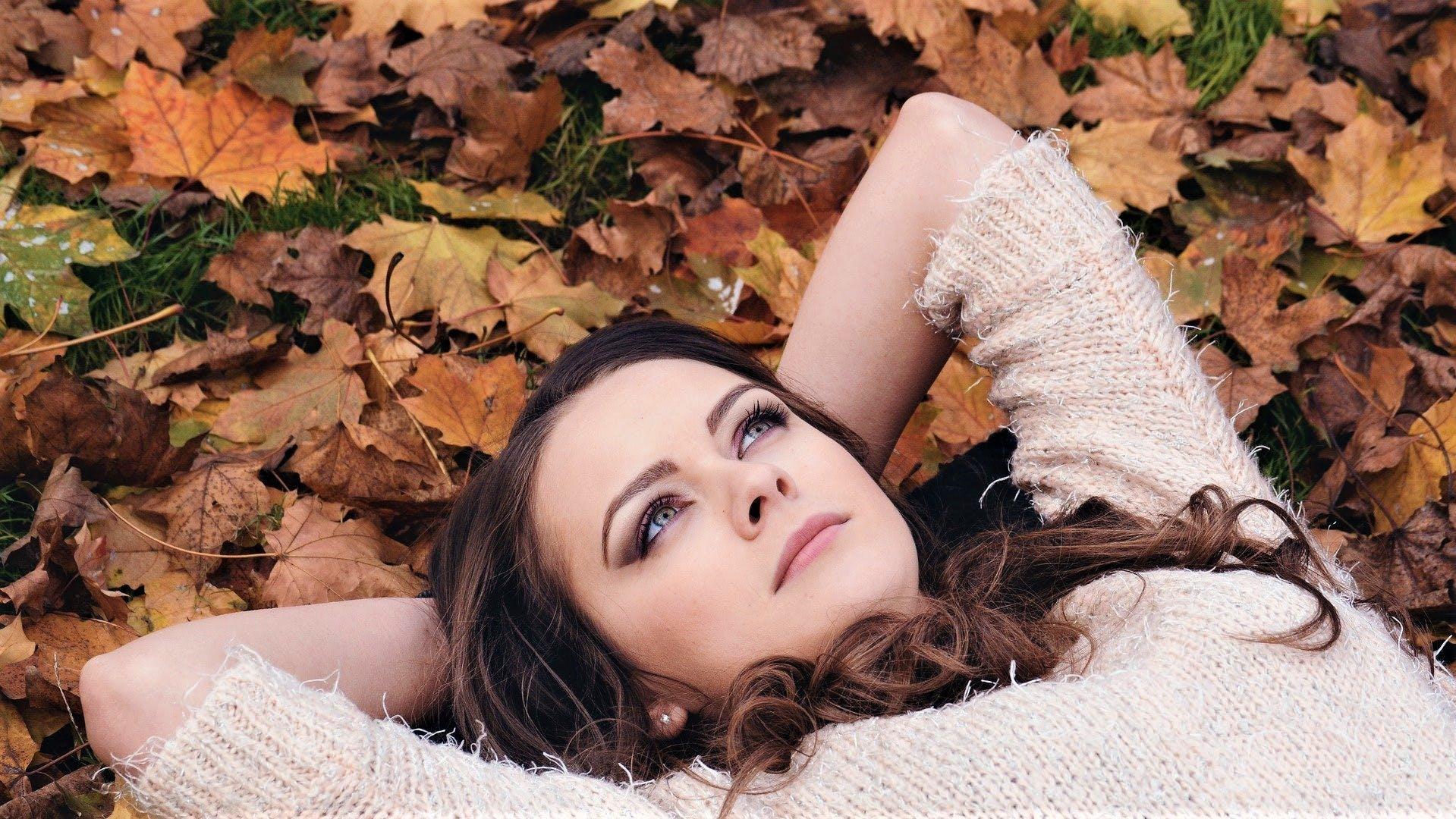 秋の肌荒れの特徴と原因