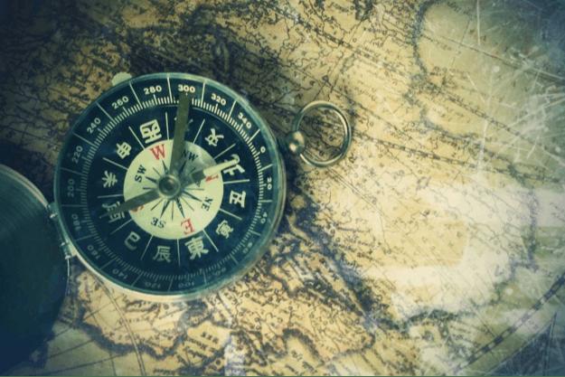 方位磁針とマップ