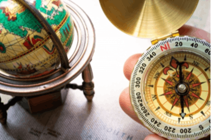 地球儀と方位磁針
