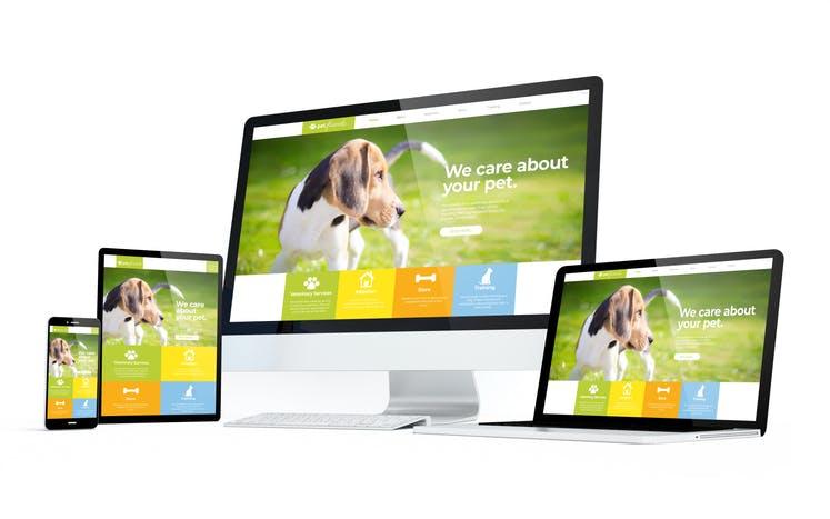パソコンとタブレットとスマートフォンに映るホームページ